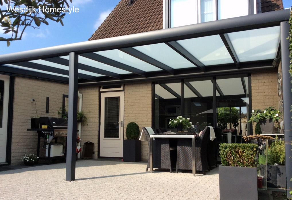 Terrasoverkapping glas met zonwering showroom wesdijk